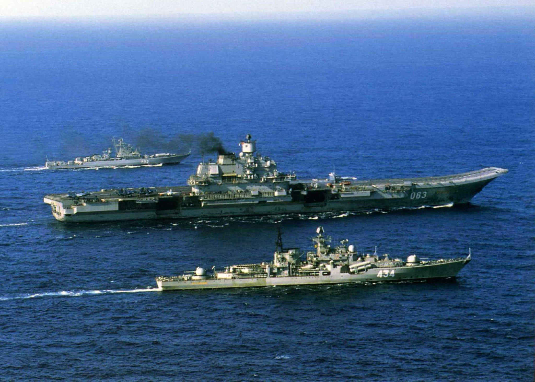 Корабли петр великий и адмирал кузнецов фото