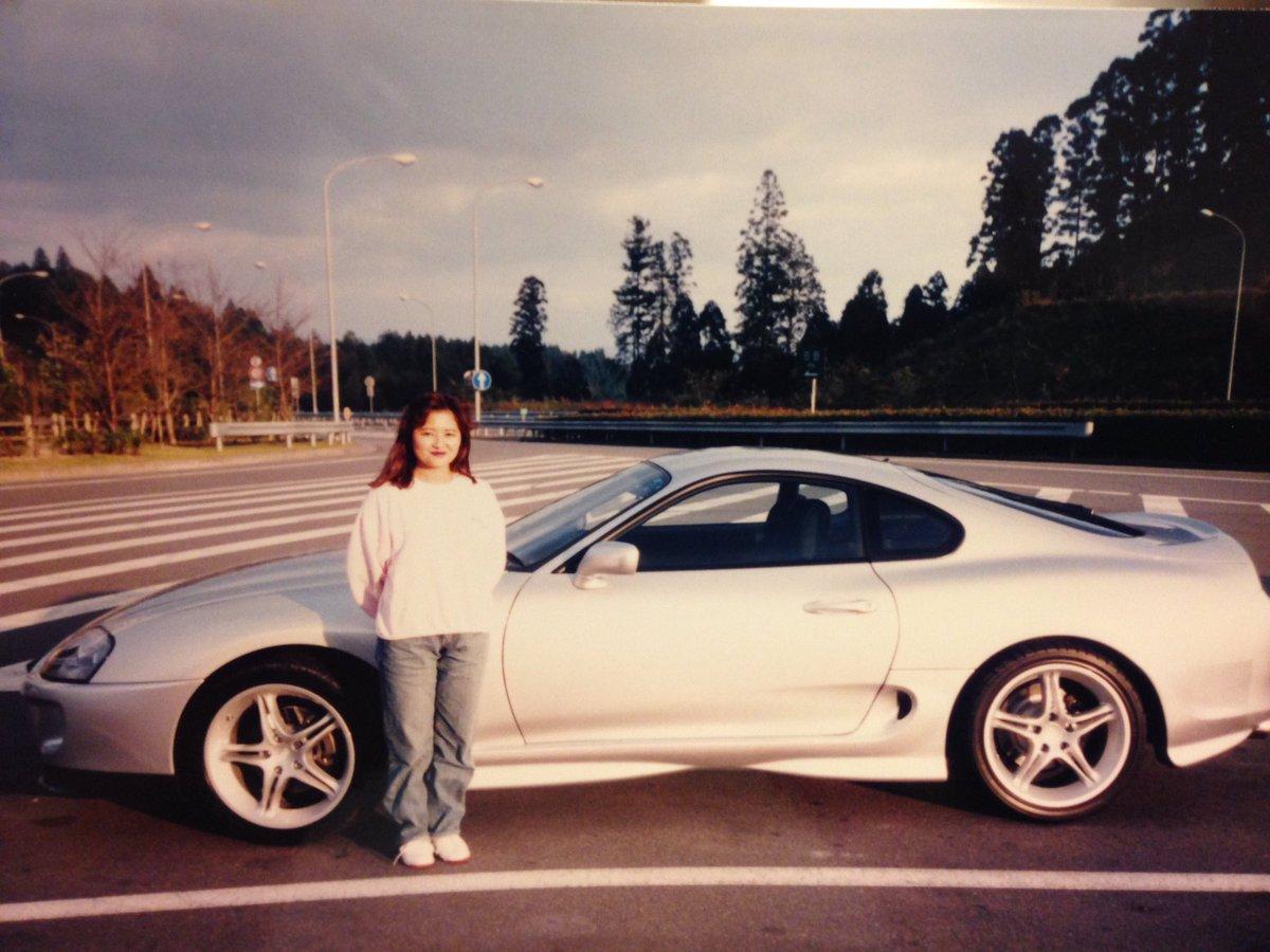 24年の月日を経て 親父と同じ車を買って 同じポーズをとってみた✌🏻 彼女にも、おふくろと同じポーズ…