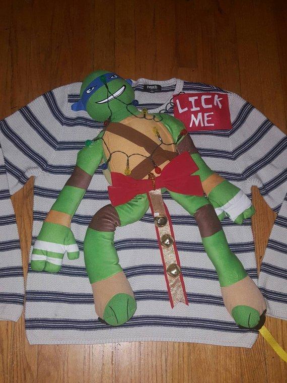 ミュータント・タートルズが完全にくっついたセーター
