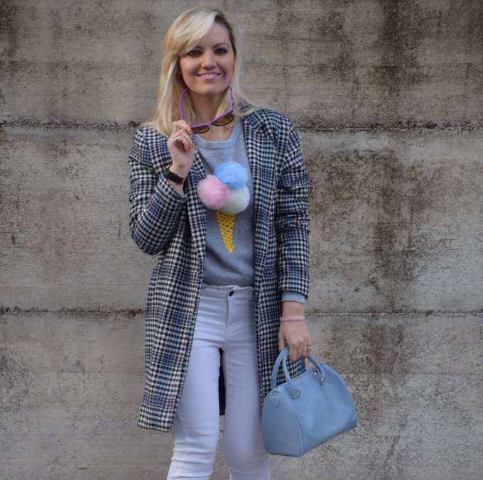 OUTFIT: HEMMED WHITE JEANS AND GRAY SWEATSHIRT