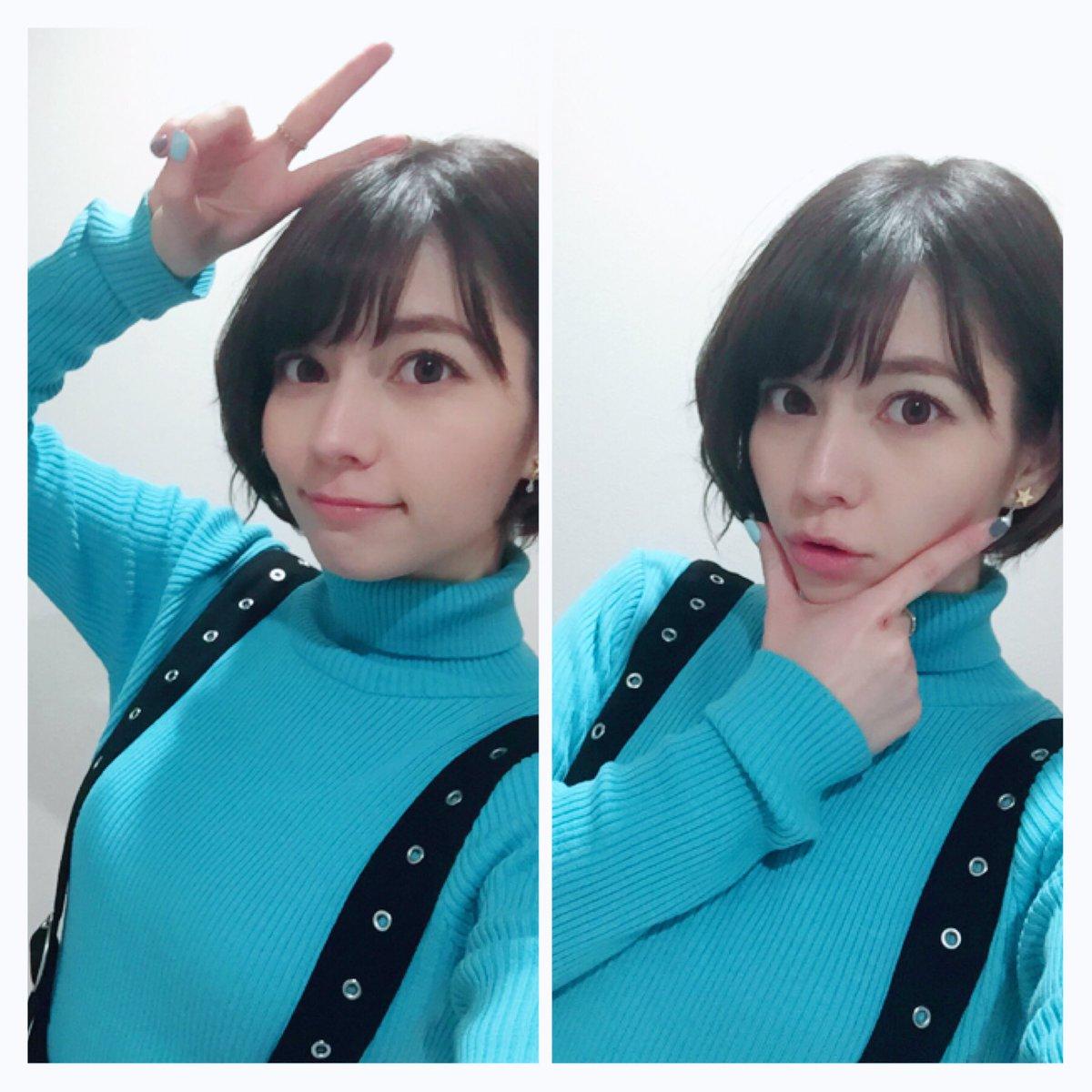 青の服を着たLynn