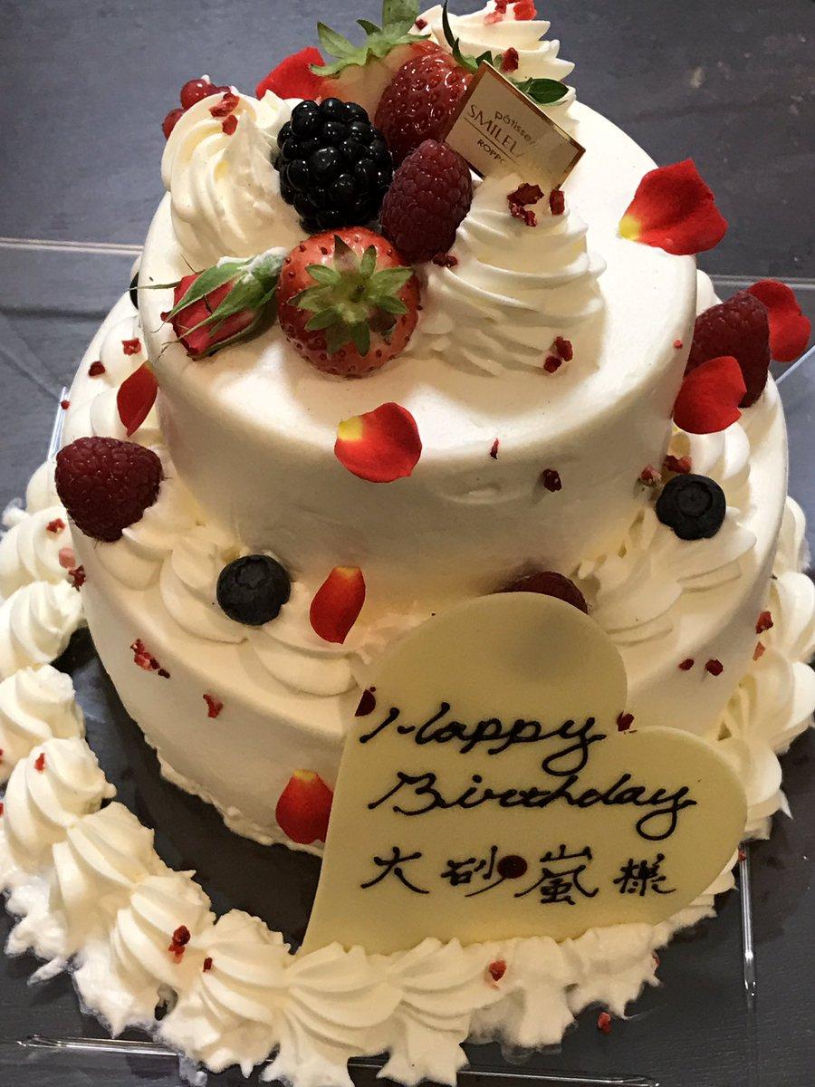 本日、元総理大臣小泉首相にお目にかかり、私の誕生日ケーキをお渡しになって下さり、一緒に祝って頂きまし…