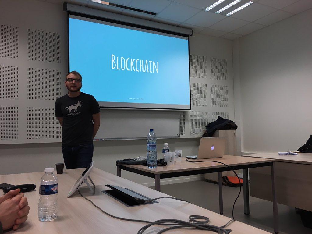 De Git à la blockchain par @sabativi !#git #blockchain #buzzleclair @SnowCampIO<br>http://pic.twitter.com/kgzby8tt0R