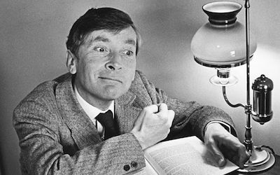 RT @Wellesnetcom Vintage videos: 'Moby Dick – Rehearsed' actor Kenneth Williams recalls London play and Orson Welles | https://t.co/U2bX2HdX9a