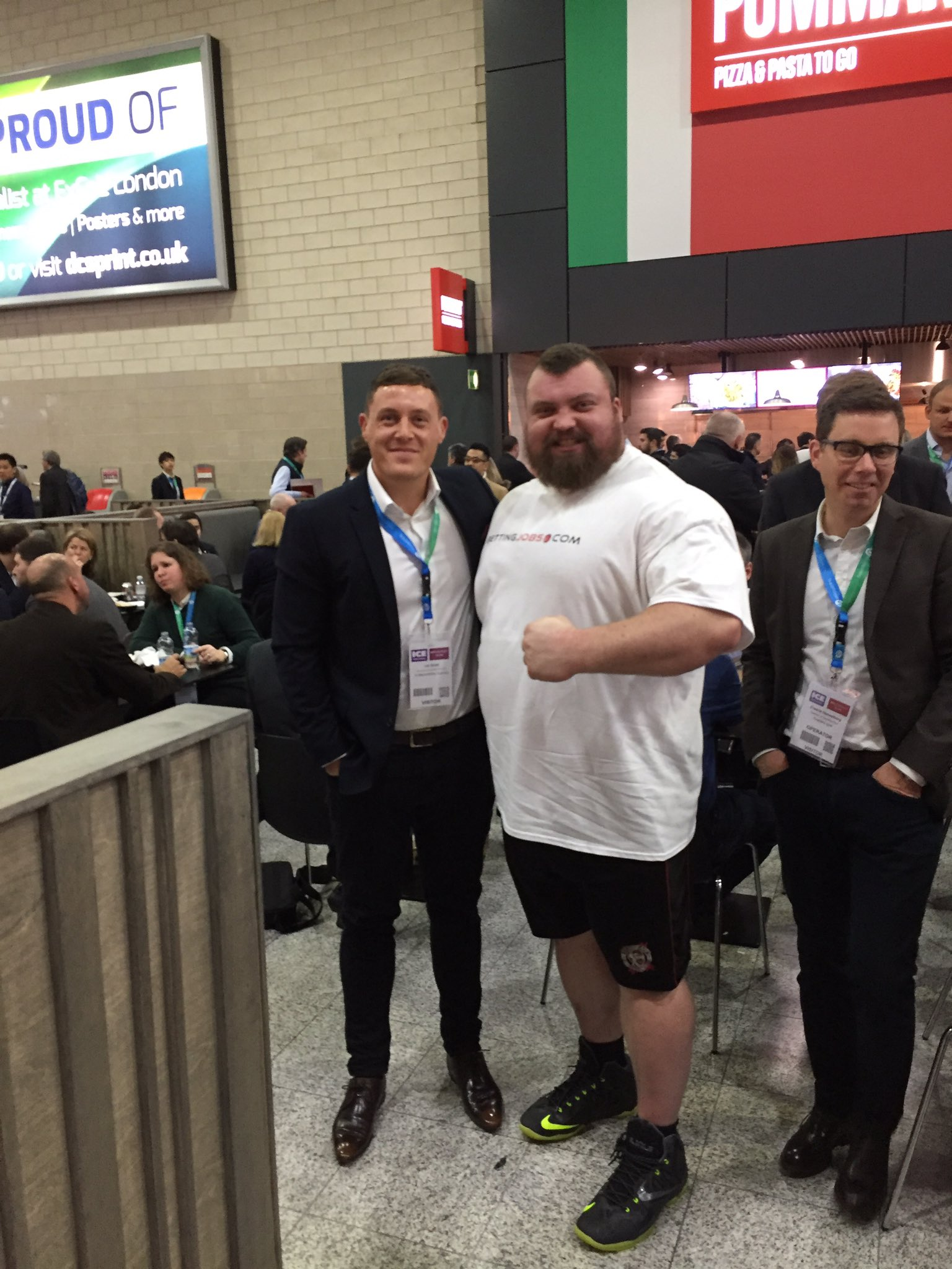 Great to meet @eddiehallWSM at #ICE2017 yesterday, what an absolute legend! #TheBeast https://t.co/A4EBUvb5If