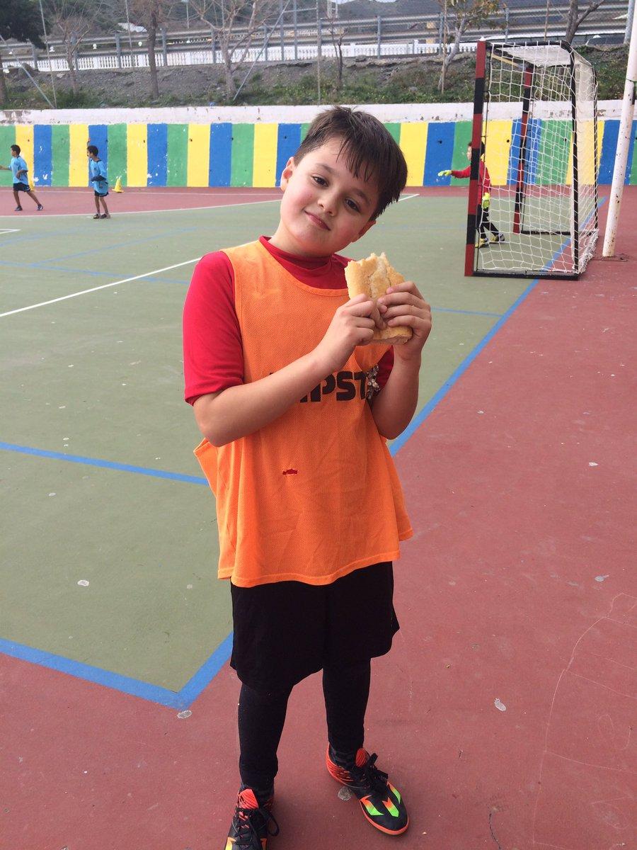 En la Jornada de #Escolares de @dipgra #JuanjoMontoro gana #LaMejorMerienda con su bocadillo de jamón! #Albuñol https://t.co/mUkmxIIHh7