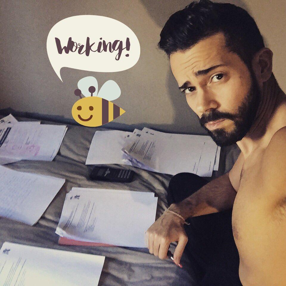 Falsa alarma, esto nunca termina  #work #home #corrigiendo #actividades #profe #teacher #nurse #fp #canarias #grancanaria  #ponteaprueba  <br>http://pic.twitter.com/RXDFS8o8LU
