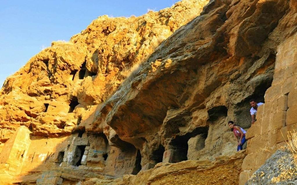 St Maron cave in Hermel where St Maron lived #Lebanon #hermel @livelovehermel  http:// ift.tt/2kYsEDM  &nbsp;  <br>http://pic.twitter.com/gBpohhSVMi