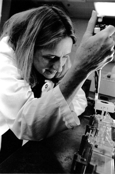 Hi, I am Sandy, a molecular biologist and I study human viruses - the kind that MAKE YOU SICK!!!!  #actuallivingscientist #DressLikeAWoman https://t.co/2cYtFeHeMS