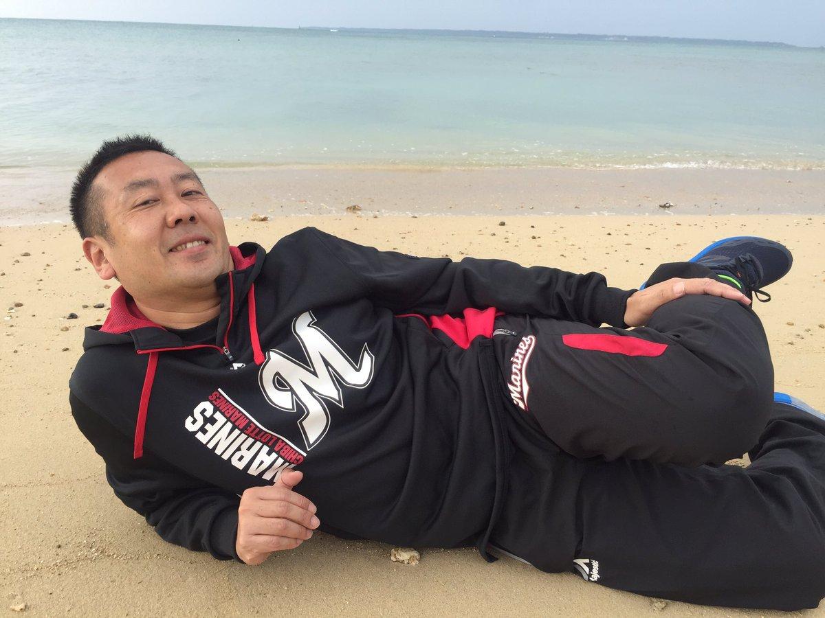 今日はキャンプ2回目の休み!!  起きて外を見たら報道陣が海辺で何かをやってる!!  何かと思ったら…