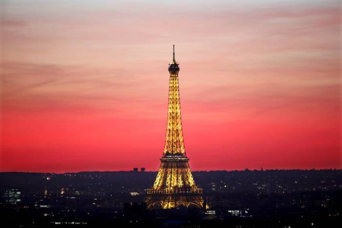 #Paris  might put an &#39;aesthetic perimeter&#39; around the Eiffel Tower  #Le Parisien  reports th  http://www. empowr.com/illimattic?p=B PZDL &nbsp; … <br>http://pic.twitter.com/L0V0SwsdeX
