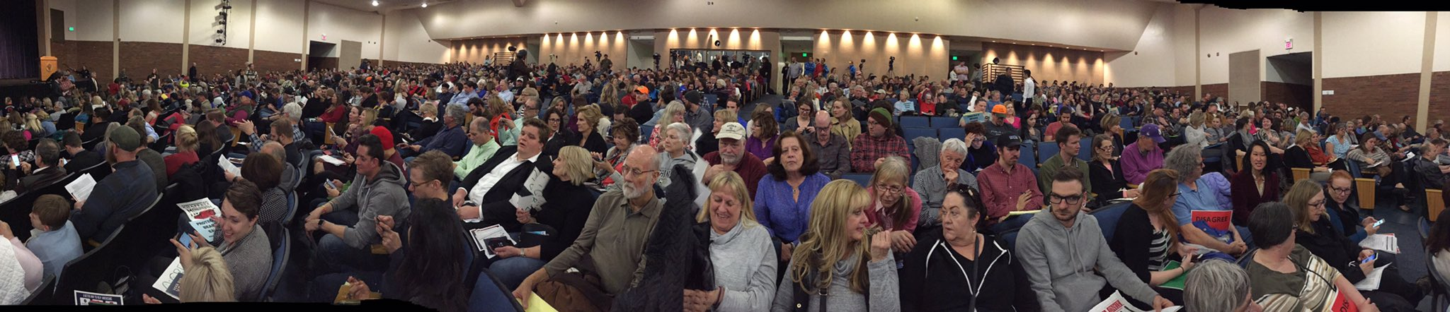 This was the room about 15 minutes ago -- it's stuffed to the gills now. And getting loud... #chaffetztownhall https://t.co/97DfAE5I9L