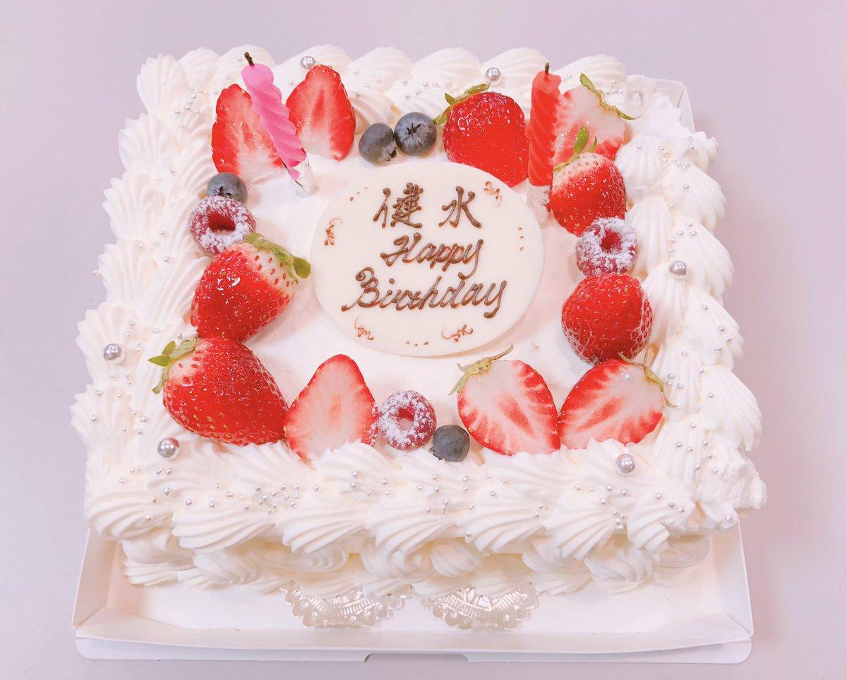 この間、現場でみんなが誕生日お祝いしてくれたー。。嬉しかったなあ。。ケーキも美味しかったし。みんな好…