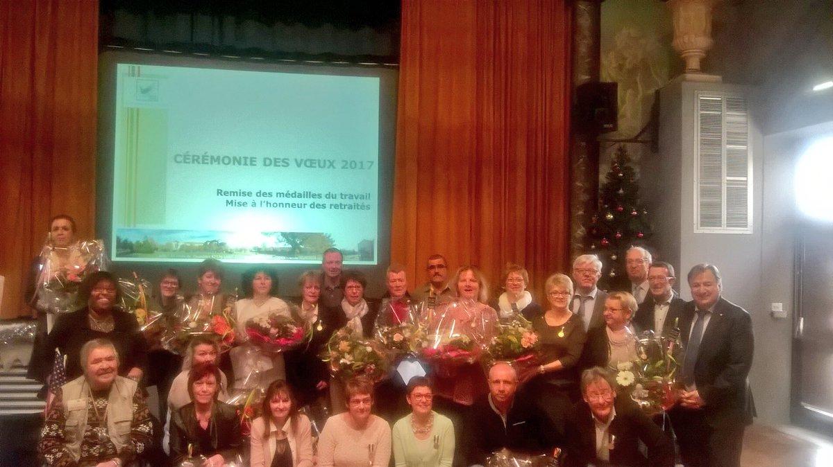 Avec les médailles du travail et les retraités  ! #Voeux2017 <br>http://pic.twitter.com/I0zfZMjTJd