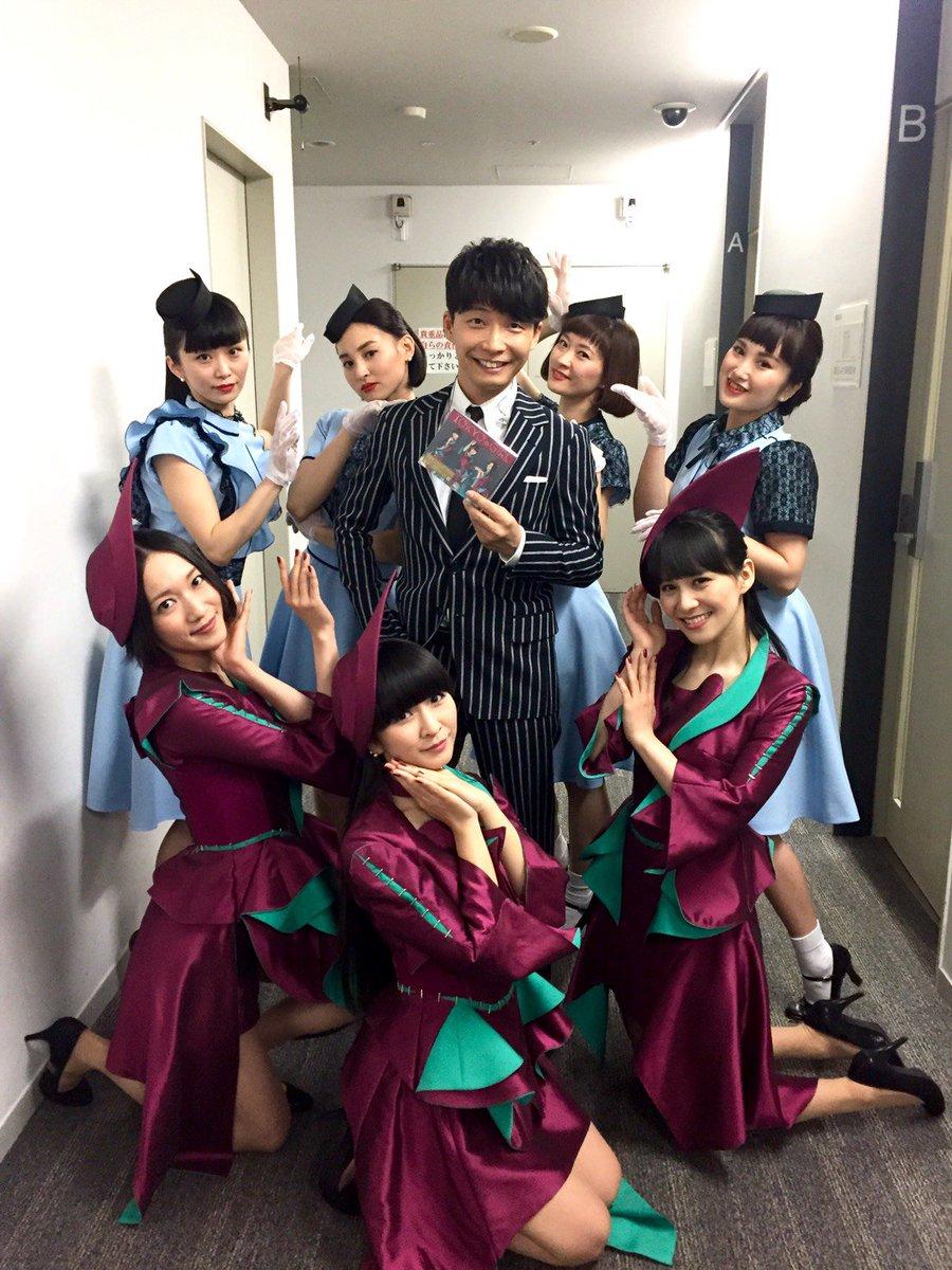 番組終了後、共演させて頂いたPerfumeの皆さん、ELEVENPLAYの皆さんと「恋」&「TOKYO GIRL」コラボ写真を撮影しました!Perfumeの皆さんお疲れ様でした! #prfm #星野源の恋