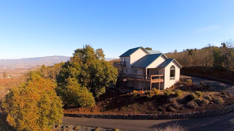 Looking for WOW? Watch our #video #tour of this amazing #realestate #property on it's one private hill.   https://t.co/bnPnP5Jzhx