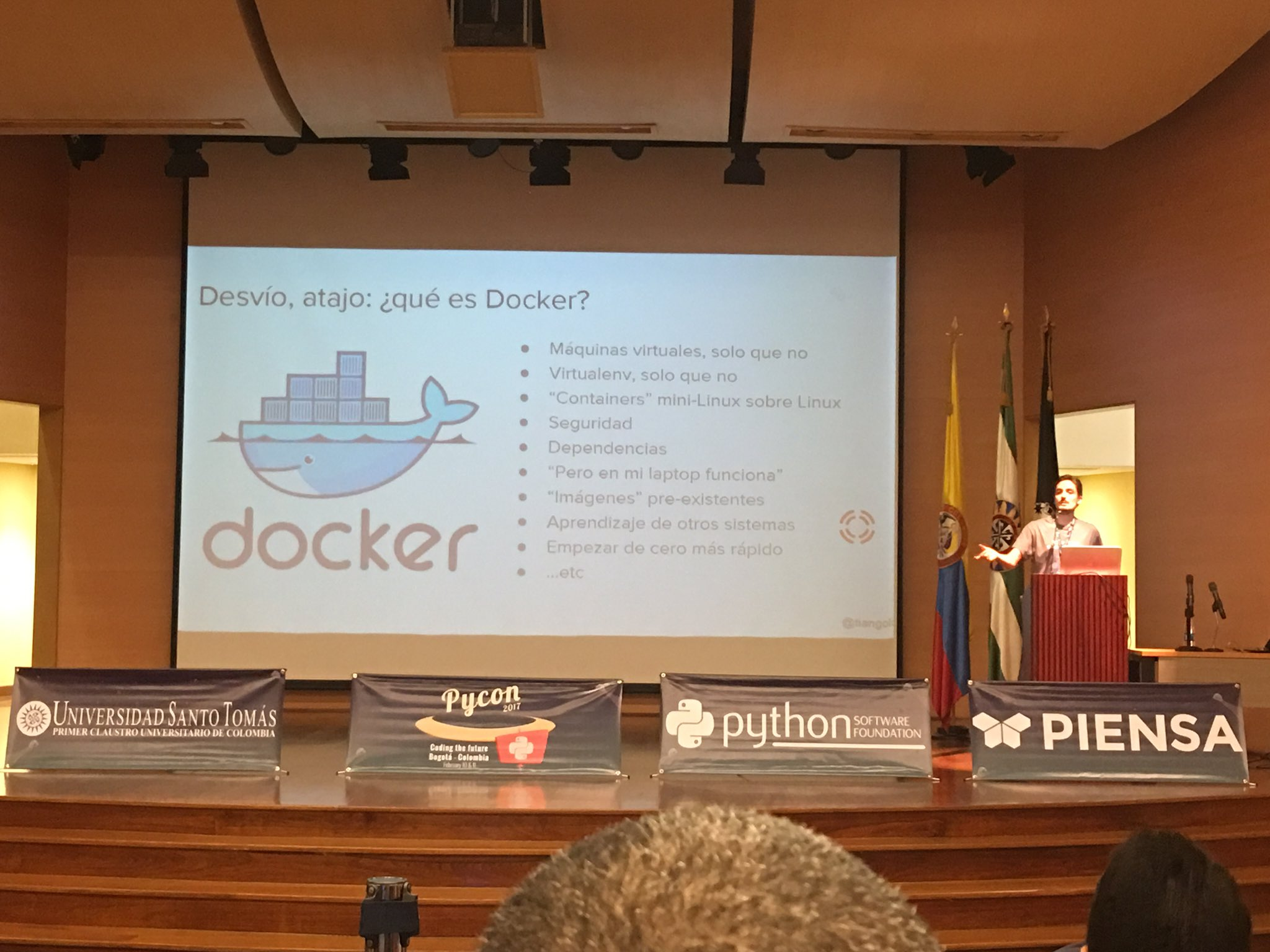 "A esta hora aprendiendo con Sebastián Ramírez ""introduction to Celery for distributed Python, using Docker"" en #PyConCo2017 @pyconcolombia https://t.co/GqpJOVFzMW"