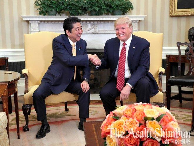 t.asahi.com/mxv5 【速報】#安倍 晋三首相と #トランプ 米大統領との #首脳会談 …
