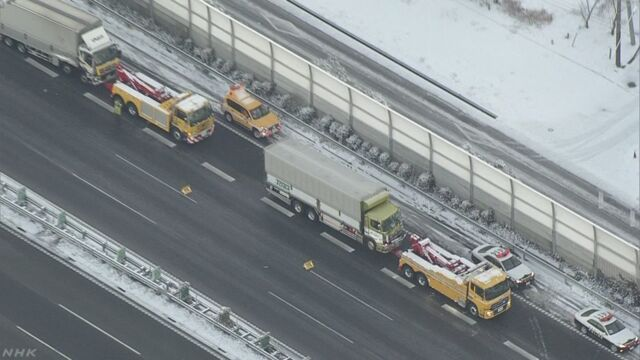 【東名道 静岡で雪の影響と見られる事故相次ぐ】11日午前、静岡県内の東名高速道路で、雪の影響と見られ…
