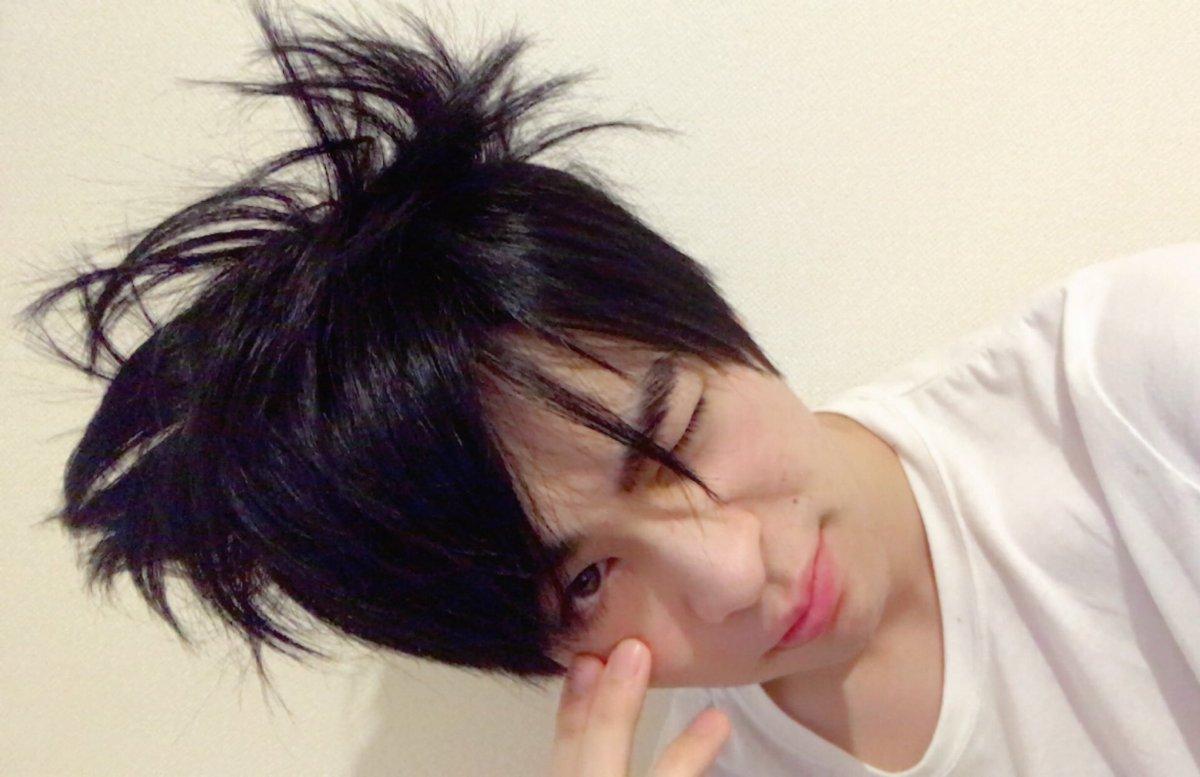 おはようございます☀!  お風呂上がって、髪乾かさないで寝ちゃうと、朝起きた時髪の毛凄いことになって…