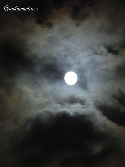 #Feliz nombre de #EclipseLunar......<br>http://pic.twitter.com/Ct3gfpzxyQ