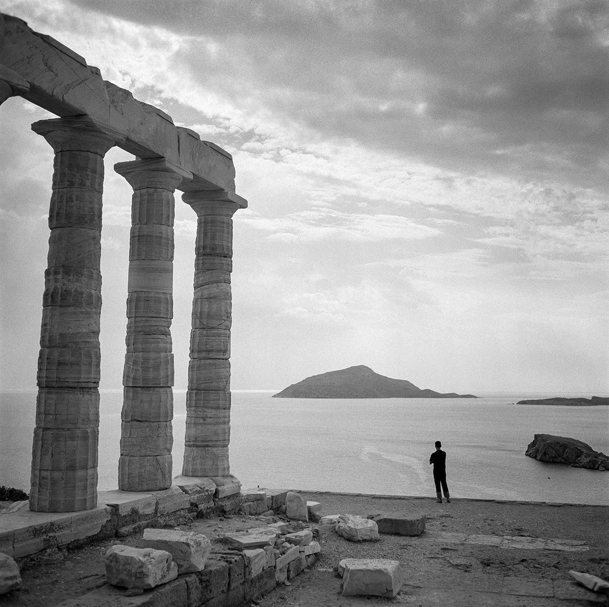 Photo © Robert McCabe Sounion 1955 - #photography  rt @ElSnail @MaraRiv2  @AgrapidiL @Jopolkadot  https://t.co/NUkHWl7qCT