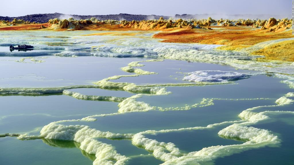 An alien landscape? Nope, it's Ethiopia's Danakil Depression -- and it might offer clues about life on other planets https://t.co/y0S12iTrdG