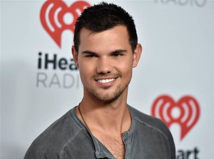 Happy Birthday to Taylor Lautner <3
