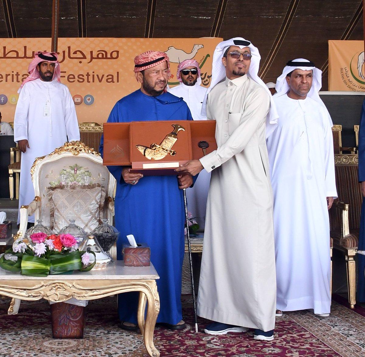 سلطان بن زايد يتوج الفائزين في المسابقة الشعرية ، ضمن فعاليات مهرجان سلطان بن زايد التراثي ٢٠١٧