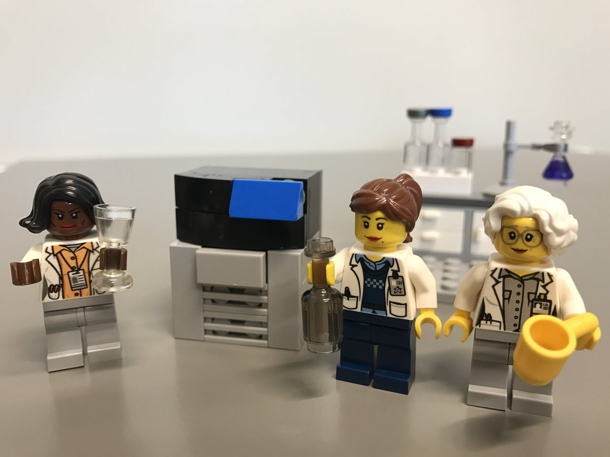 Celebrating #WomenScienceDay at #AGBT17!  3 cheers for ladies in the lab  We support #WomeninScience https://t.co/g9c6yKISNn