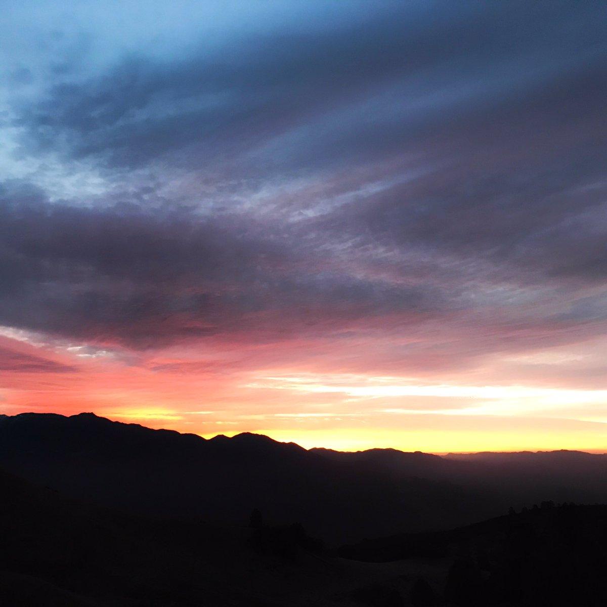 Lightening Up. #santaynezvalley #sunrise https://t.co/aOYLfAgaee