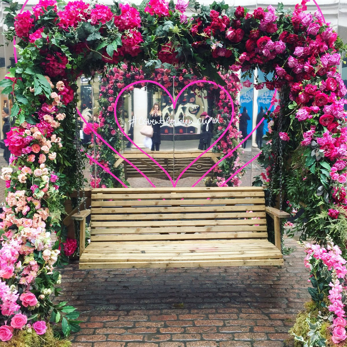 Victoria Valentine Brown On Twitter Covent Garden Is So Beautiful One Of My Favourite Places Walking Past This Flower Swing Dreaming