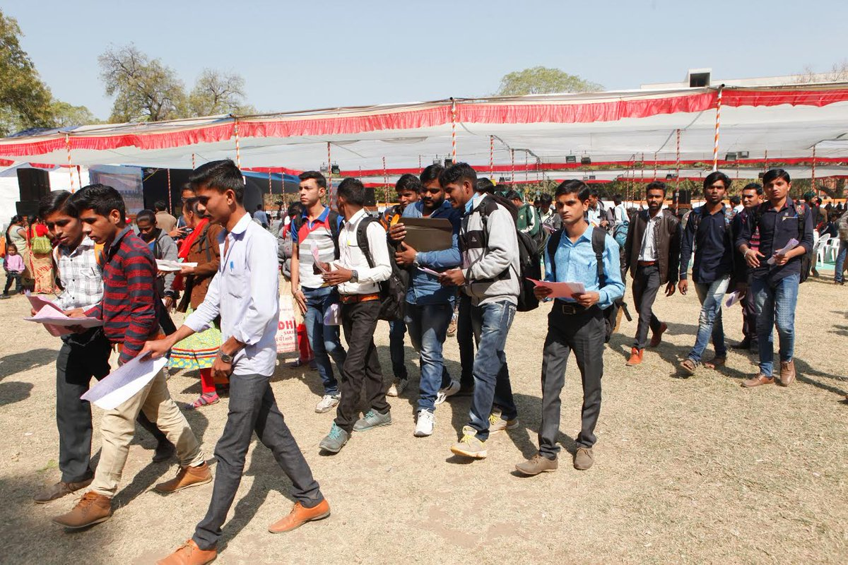 Primary selection of 10,000 candidates take place at Mega Job Fair in Ahmedabad:Govt