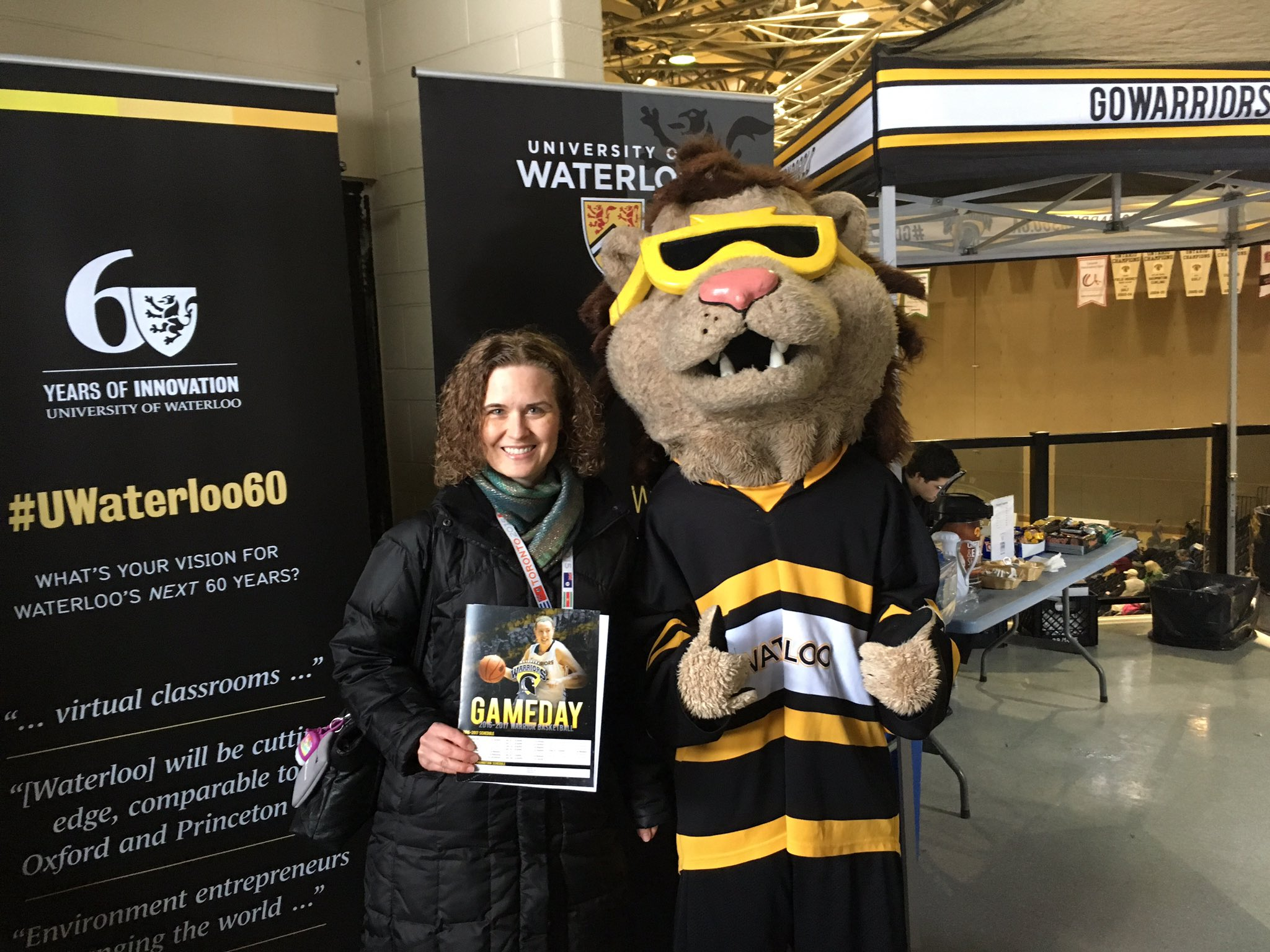 AWESOME to be back at the PAC for #UWaterlooFAD. I'm enjoying the comfy #BlackandGold bleachers for today's basketball games. GO WARRIORS! https://t.co/9tZFwPSUUg
