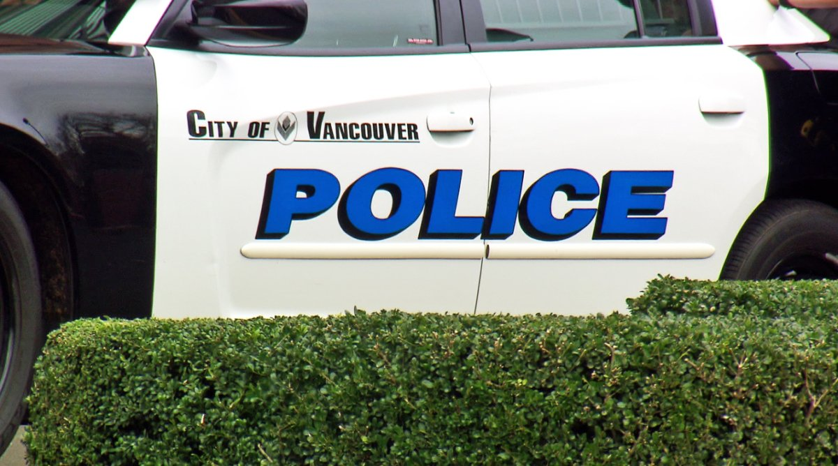 2 pedestrians hit by Vancouver Police car  http:// dlvr.it/NQ9zZ6  &nbsp;   #pdx <br>http://pic.twitter.com/zra0eZCng3