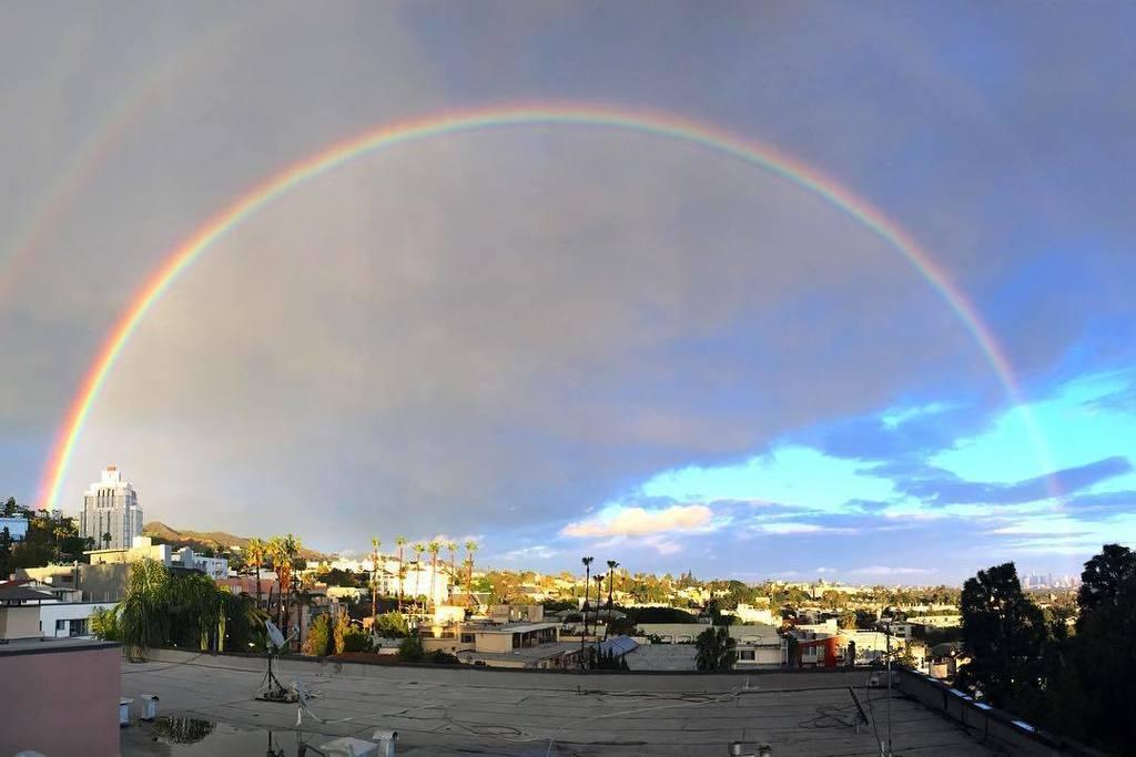 #rainbow #panorama #weho #westhollywood #rain #sun #clouds #weather #ktla #ktla5news …  http:// ift.tt/2lx6yc9  &nbsp;  <br>http://pic.twitter.com/M4ilETeQ5x