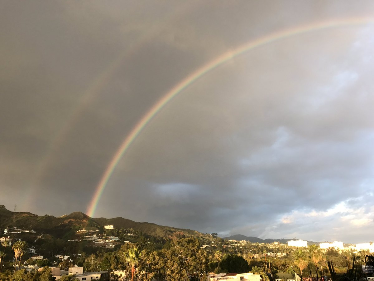 Hey @RobMarciano -@weatherchannel What a way to end a rainy Saturday i...