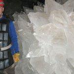 驚愕!メキシコで発見された 巨大な結晶だらけの洞窟!