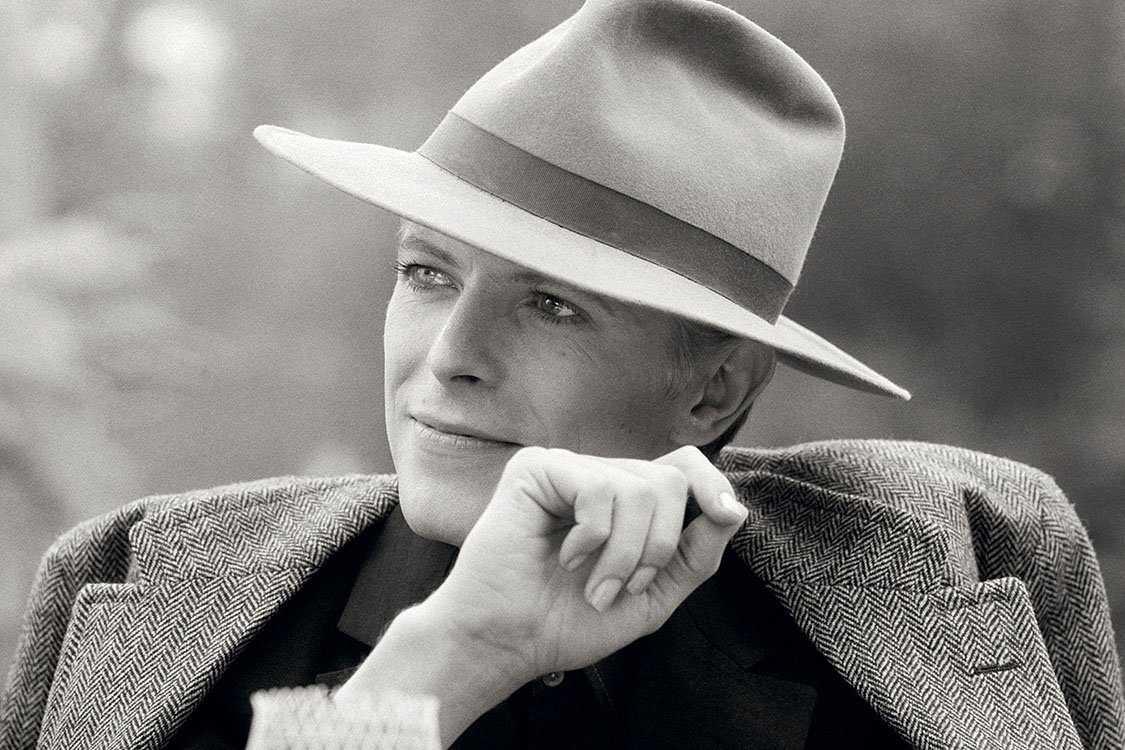 David Bowie wearing a smart hat during the filming of 'The Man Who Fell To Earth' in Los Angeles, 1976. https://t.co/HWGMMrPZLH