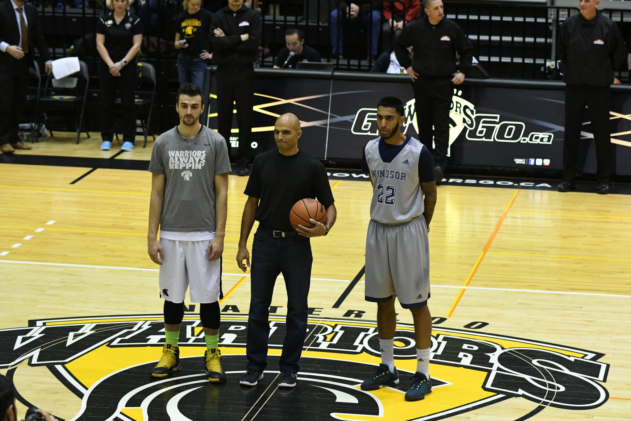Fun times at #UWaterlooFAD.  @manowatsa with the ceremonial tipoff before the @WlooWarriors @WindsorLancers mens basketball game. https://t.co/i0MIJ05JVO