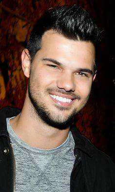 Happy Birthday Taylor Lautner!