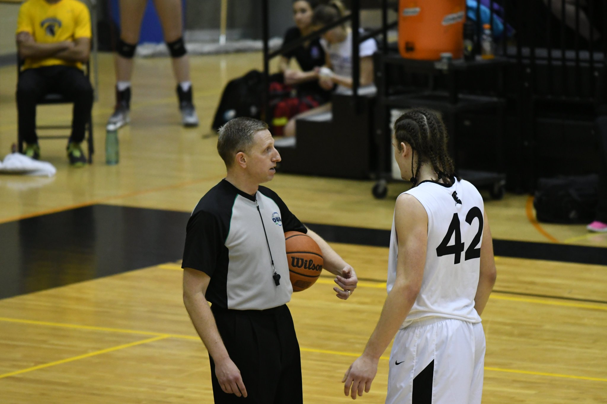 #42 @NEDIM__HODZIC of the @WlooWarriors talks it over with the ref at #UWaterlooFAD. https://t.co/gWYOaXGiEM