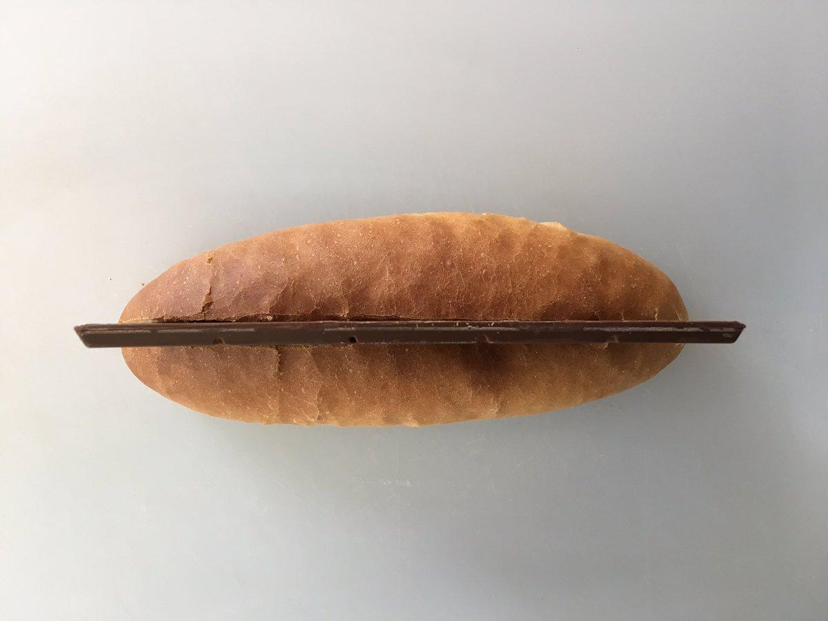 明後日位が人にチョコあげたり貰ったりする日でしたね。なんか、大変ですよね。本日の惣菜パンは、バレンタインパンです。あげる方も貰う方も、素直に喜べないパンです。 pic.twitter.com/gdmaD6cT7o