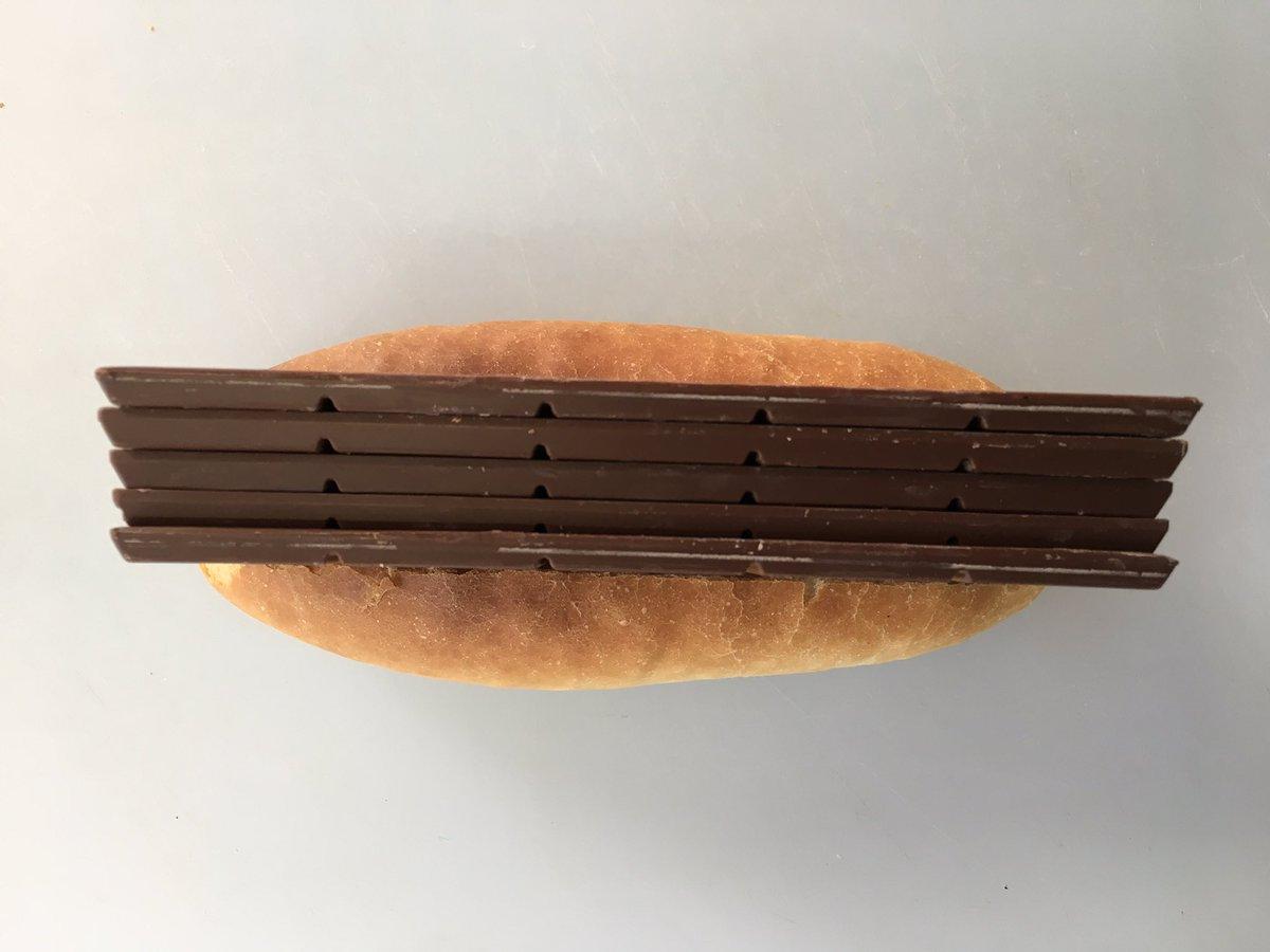 そして、愛の表現が間違った結果、こんなになってしまいました。メガバレンタインパン。 pic.twitter.com/ogUXVC6JEx