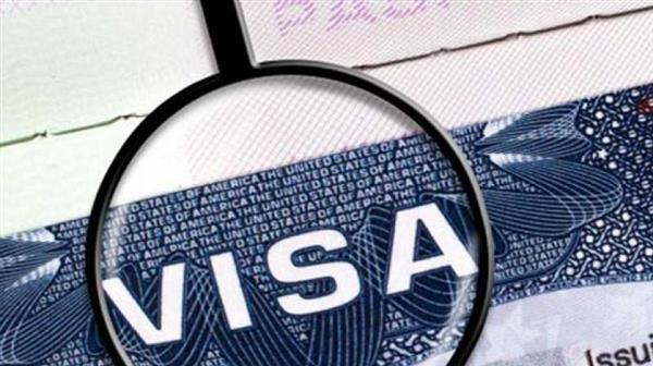 Govt seeks data from industry to take up #visa issue with #US  http:// jenke.rs/Vd25Fp  &nbsp;  <br>http://pic.twitter.com/dl3NfmbboO