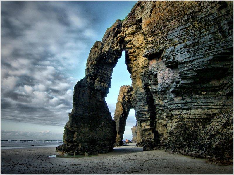 La Playa de las Catedrales nombrada como unas de las mejores del mundo por @NatGeoEsp @Turgalicia https://t.co/5HdjZy936P