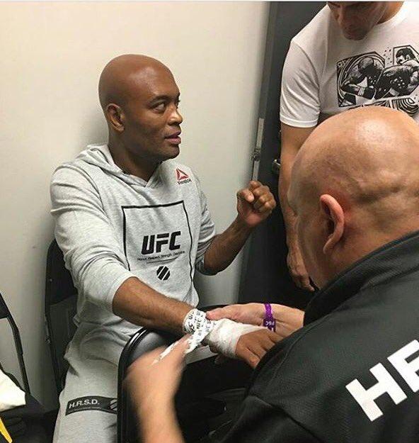 Eu poderia ter escolhido qualquer um pra me espelhar. Osu #SpiderNoCombate #UFC208 @SpiderAnderson https://t.co/bgr96MCxgR