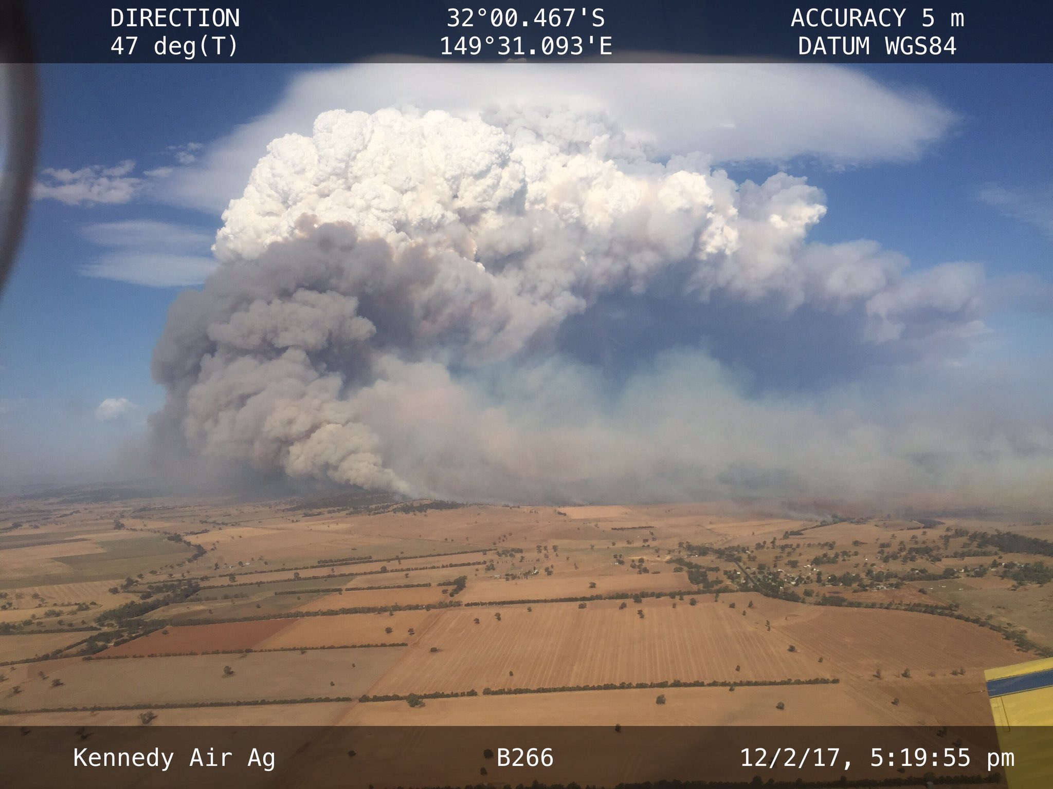 Huge pyrocumulus cloud at the Sir Ivan bushfire - New South Wales 🔥  📷 via @robrfs @NSWRFS 🔥 https://t.co/uGNB3lK4Iz