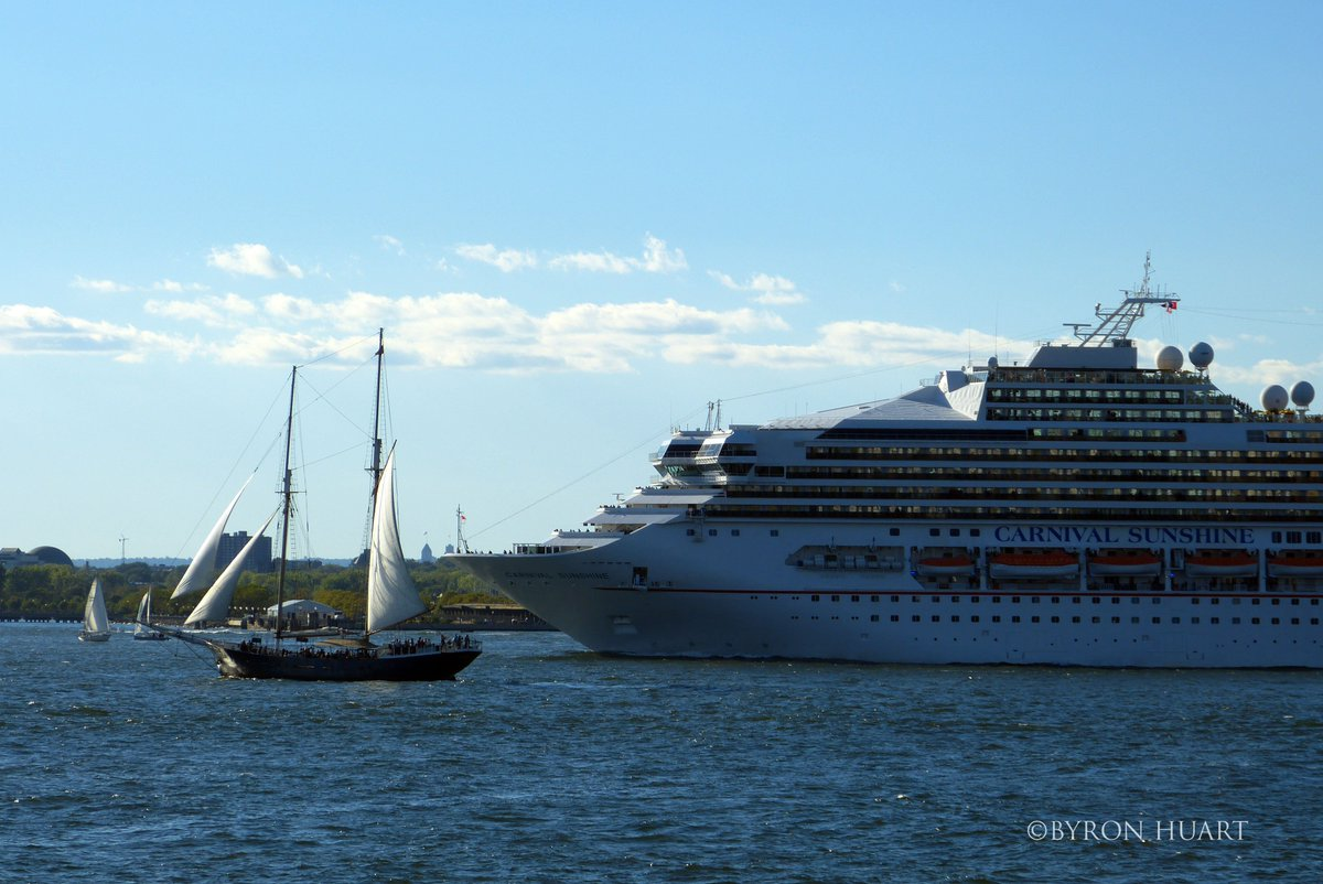 @CarnivalPLC #CarnivalSunshine #departs #NewYork on a #beautiful sunny #afternoon.<br>http://pic.twitter.com/GNacZSLOzt