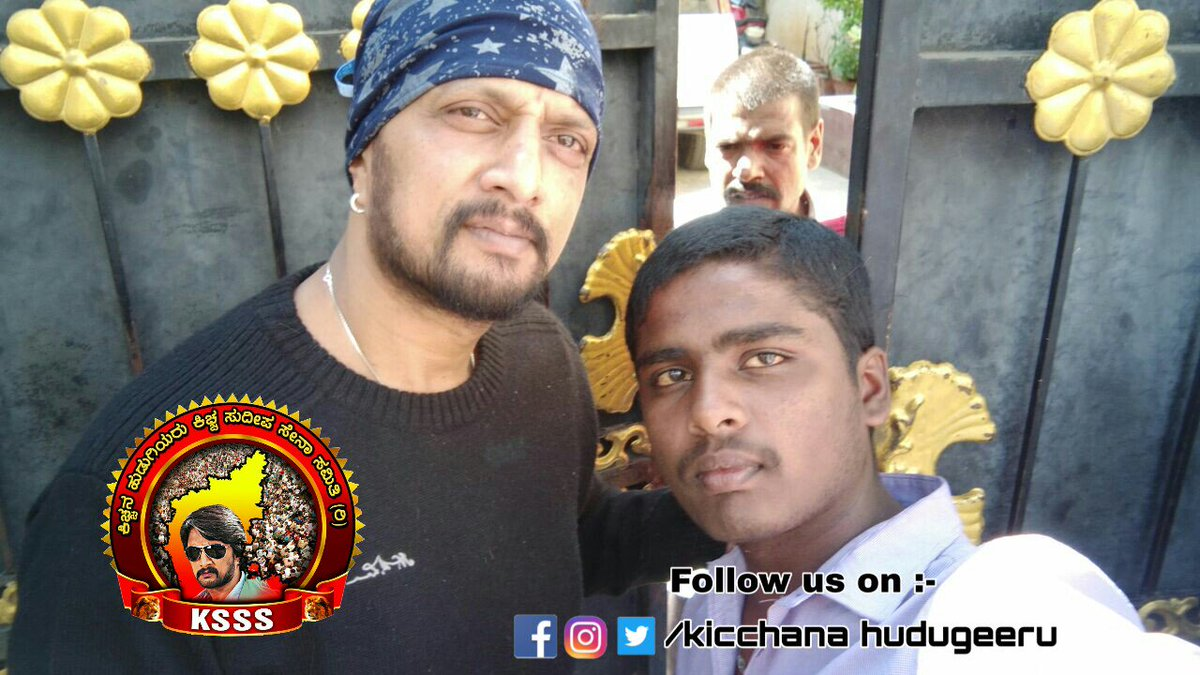 #Exclusive  pic of Nam @kicchasudeep with his lucky #fans in front of home  #supersunday with fans <br>http://pic.twitter.com/CGCgNChJya